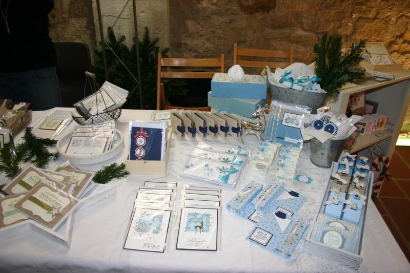 Tisch in Blautönen