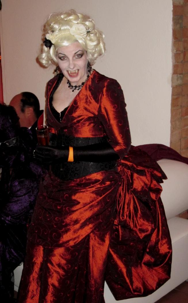 Dana als blonder Vampir