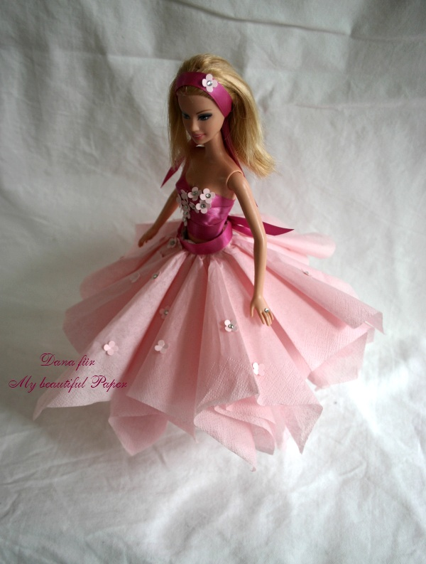 Barbie in rosa Kleid