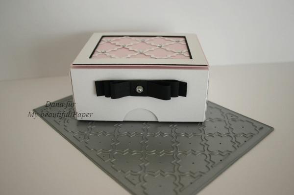 Elegante Box auf Stanzplatte